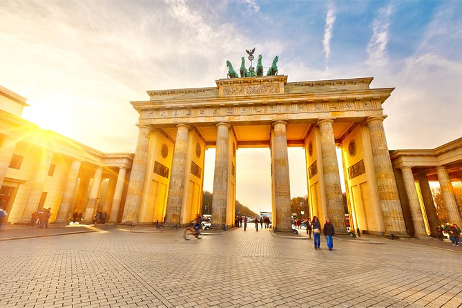 Private Custom Berlin Sightseeing Tour in a Minivan: East and West Berlin