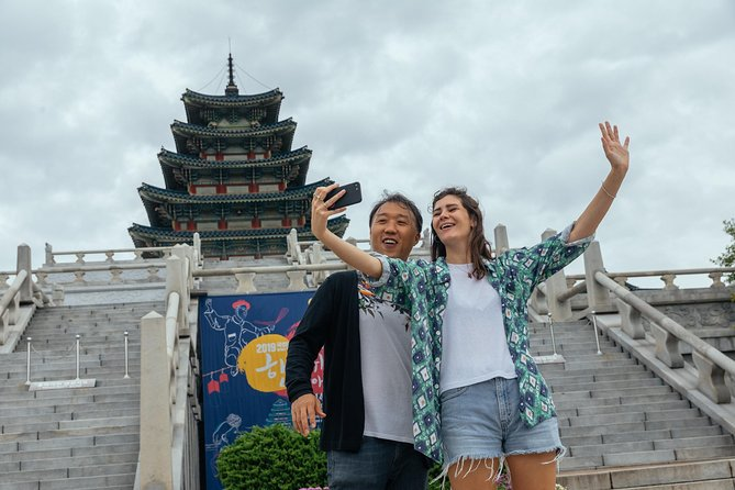 Withlocals Highlights&Hidden Gems: Safe&Private Tour in Seoul w/ a Local Expert