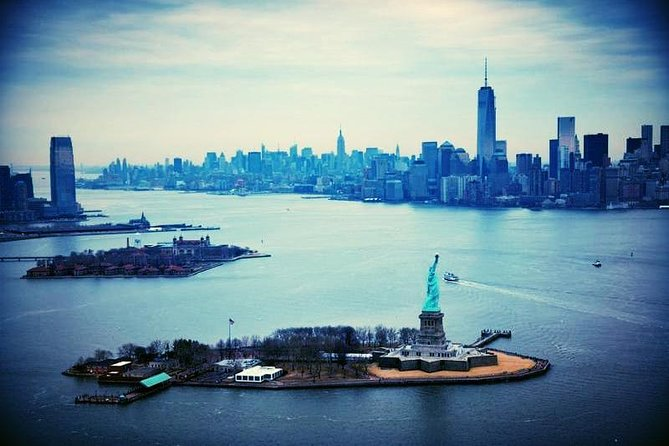 60 min Sightseeing Cruise on a Yacht to View The Statue of Liberty