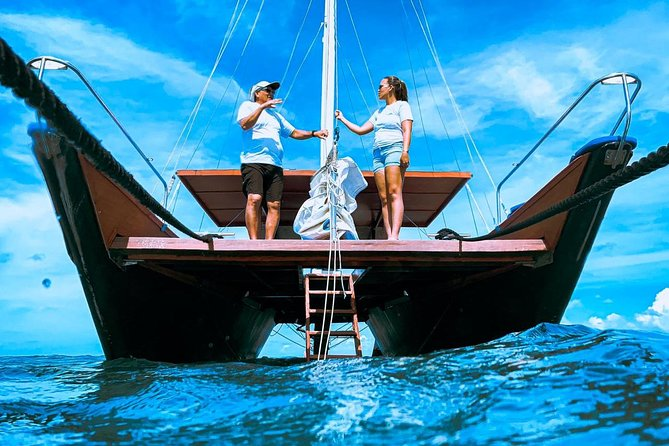 Adults Only Catalina Bay Small-Group Afternoon Snorkel Sunet Sail with Snacks
