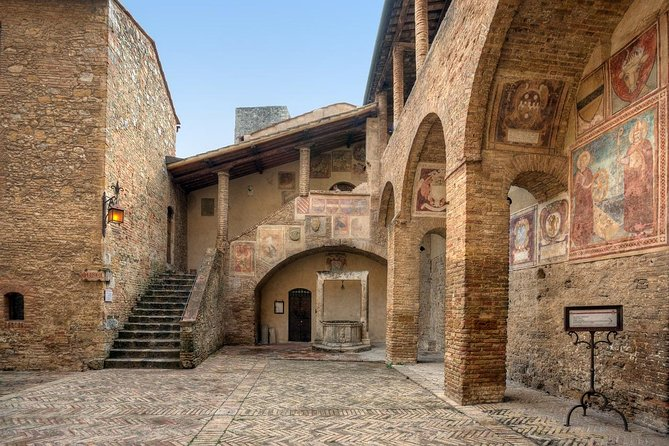 Toscana/Lazio by Yourself from Perugia with English Chauffeur - Sedan or Minivan