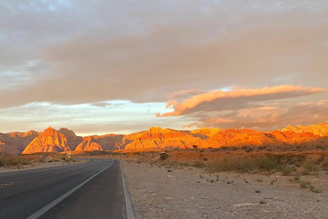 Sunrise Red Rock Canyon Self-Guided Electric Bike Tour with Hotel Pick-up