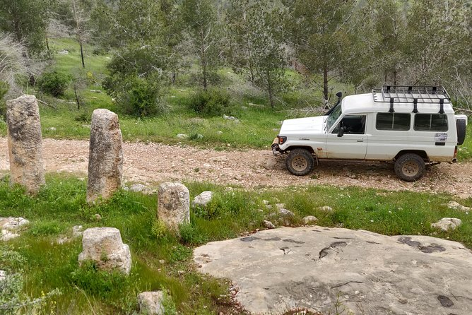 From Jerusalem to Tel Aviv (or the opposite) via old roads and tiny springs
