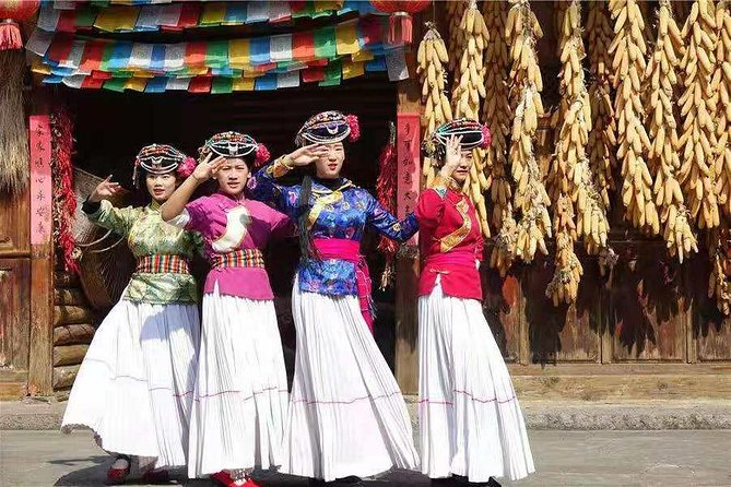 Kunming day tour to National village and Dianchi lake with Lunch