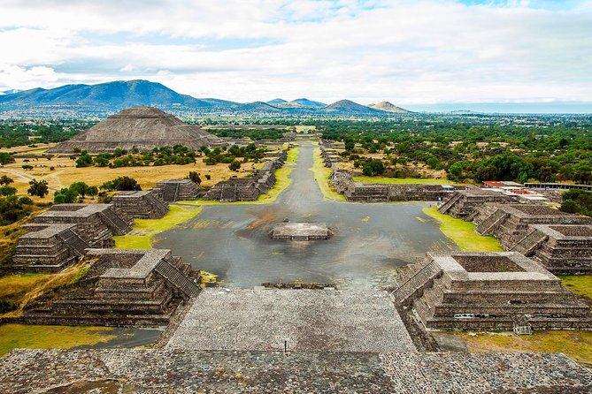Teotihuacan, Tlatelolco and Guadalupe Shrine Morning Tour and liquors tasting