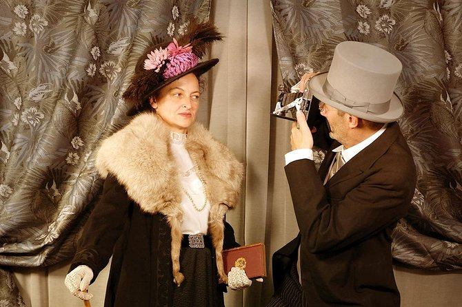 Private photo session with 1900's vintage clothing and accessories