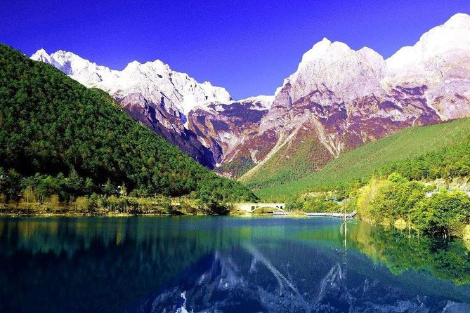Private Lijiang Tour to Baisha Village and Jade Dragon Snow Mountain with Show