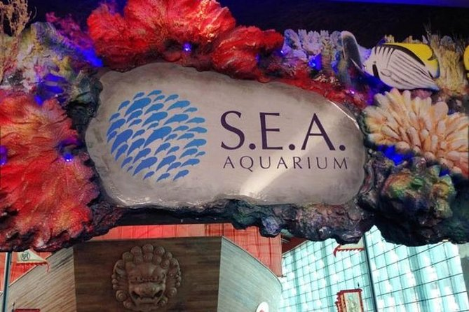 Skip the Line:World's Largest Underwater Acrylic Dome at S.E.A. Aquarium Ticket