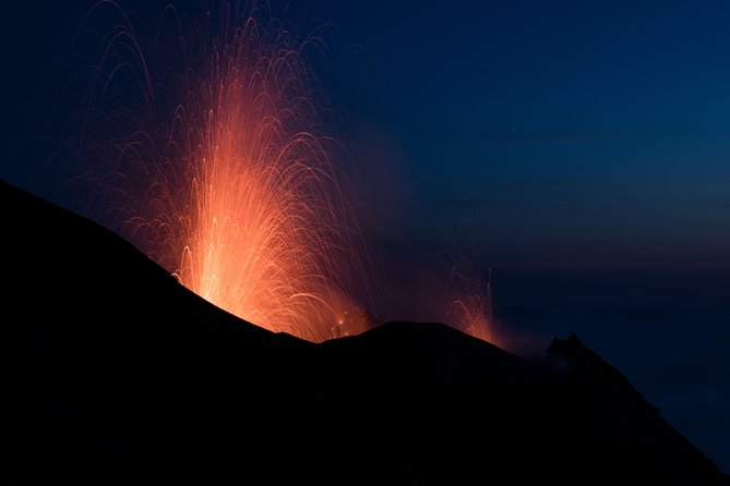 Trekking at 400m to admire the explosions of the volcano and the Sciara del Fuoco
