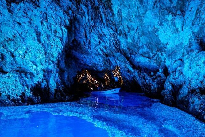 6 Islands, Hvar and Blue Cave Small-Group Tour with Lunch and Wine Tasting