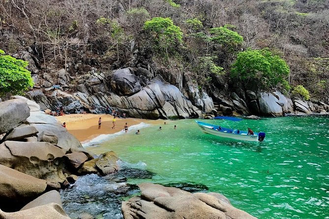 Hiking & Snorkeling to Mexico's Smallest Paradise Colomitos Beach