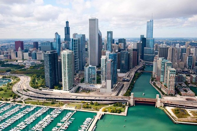 Arrival Private Transfer: O'Hare Airport ORD to Chicago in Business Car