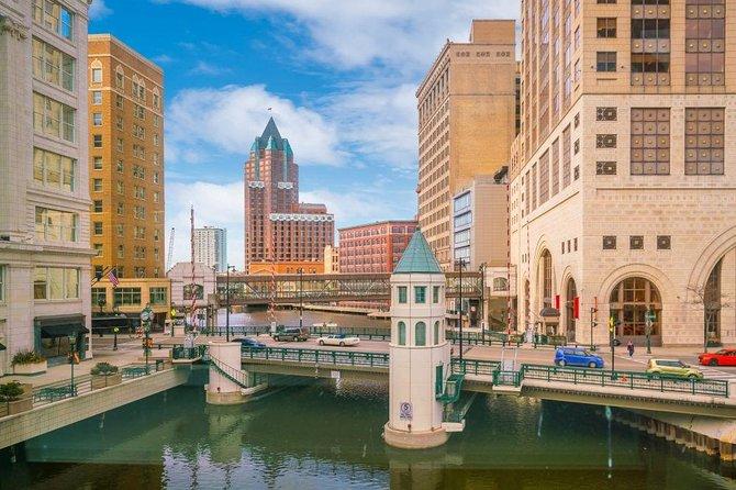 Milwaukee Scavenger Hunt: A Splash of Color