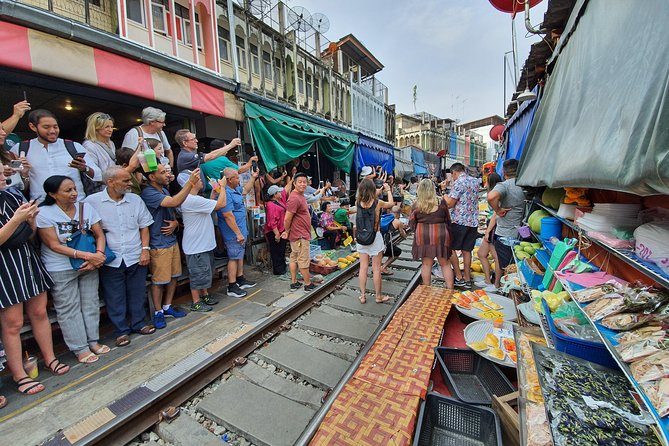 Small Group: Train market & Floating market Haft day