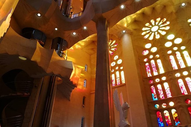 Sagrada Familia: Fast-track guided tour with towers