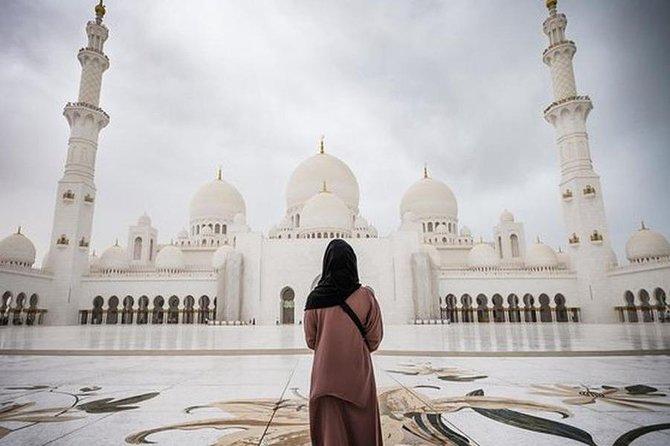 Abu Dhabi: Grand Mosque, Etihad Towers & Royal Palace Visit from Dubai