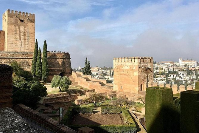 Alhambra, Generalife & Nasrid Palaces Guided Tour