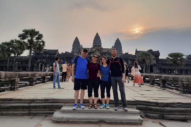 1 Day-Angkor Wat With Small Circuit & Cruise to Floating Village