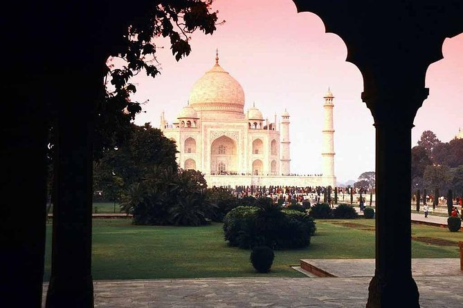 From Delhi: Private Agra & Taj Mahal Tour by Express Train/Rail