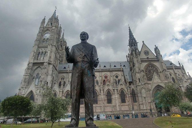 Quito Full Day Private Tour: Plazas, Churches, Teleférico and the Equator