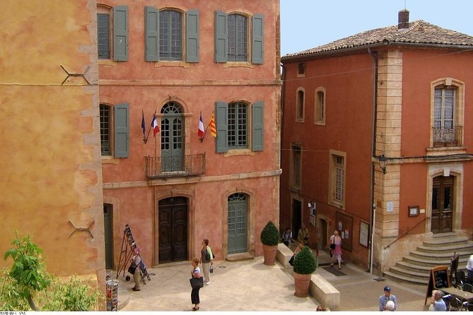 Half Day Hilltop Villages of Luberon Tour from Avignon