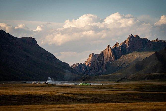 Horse trek in Kyrgyzstan: Naryn to Kel-Suu lake