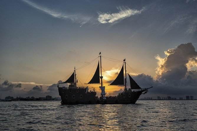 Dinner and Show on a Pirate Ship in Cancun with Open Bar
