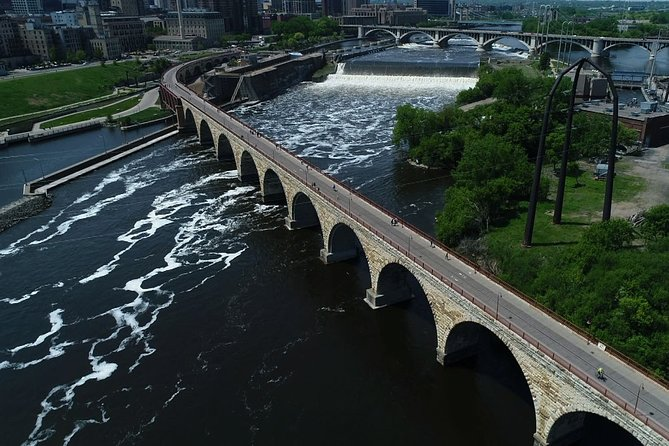 Walking Minneapolis Mississippi River, Falls & Historic Mills Private Tour(2hrs)