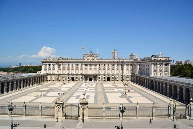 Enjoy a Walking Tour and Skip The Line in The Royal Palace Visit