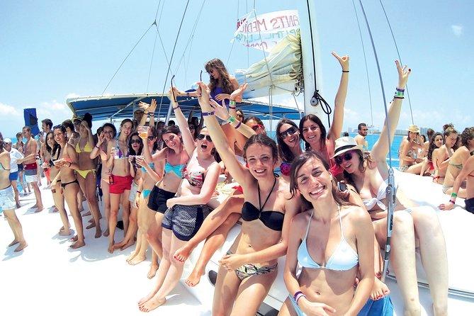 Catamaran isla mujeres sailing day.