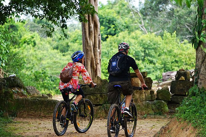 3 Days Angkor Archaeological Park and Eco-Village by Bike and Jeep Private Tour