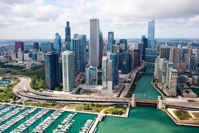 Arrival Private Transfer: O'Hare Airport ORD to Chicago in Luxury Car