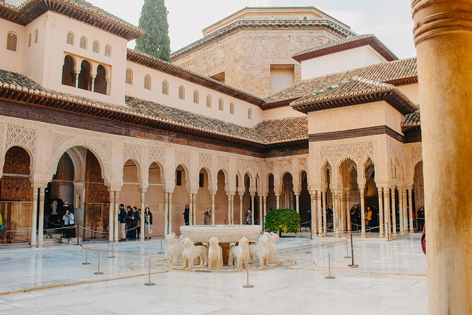 Granada Pass: Alhambra ticket + 5 days of tickets for monuments and transport