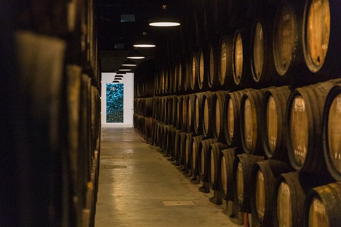 Guided Visit at Poças Wine Cellar with 4 Premium Port Wines