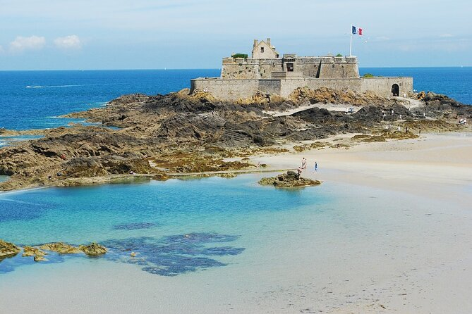 Private 2-hour Walking Tour of Saint Malo with private official tour guide