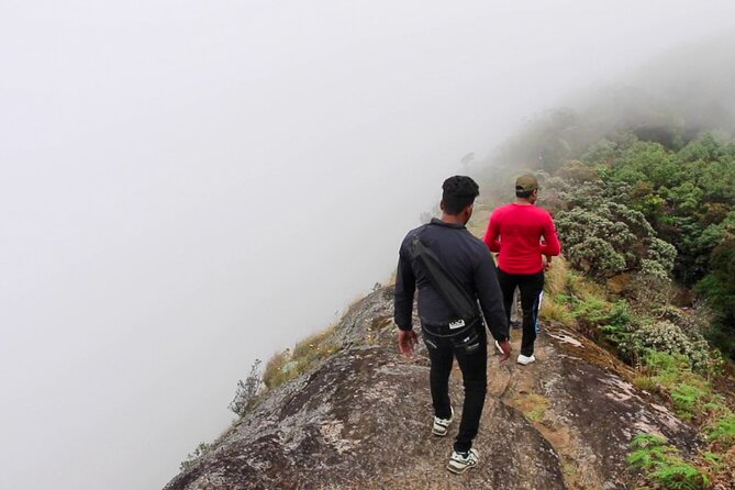 Hike to Kirigalpoththa Mountain Range via Horton Plains