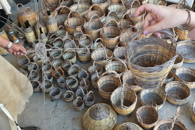 Build a typical Sardinian basket with your hands