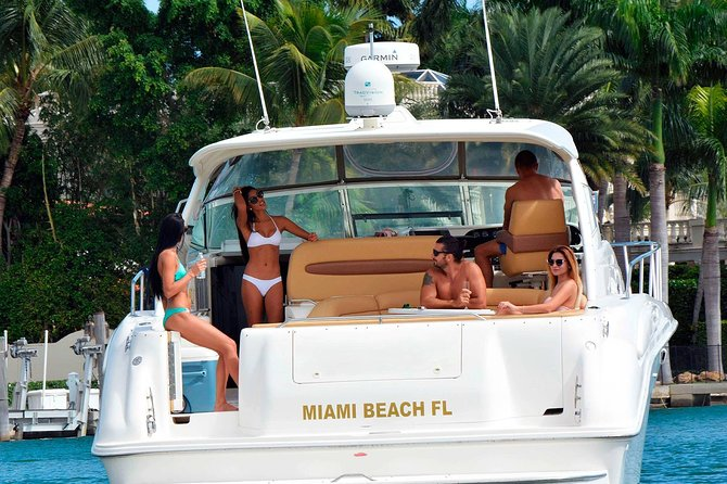 45' Yacht Tour in Miami Beach with Captain and Private Boat Rental