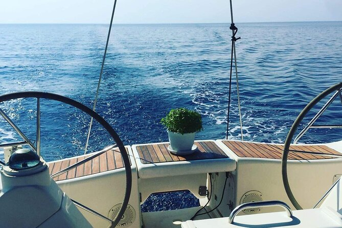 Sailing adventure with Nadia K to Delos and Rhenia Island from Mykonos