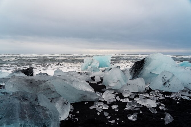 Jökulsárlón Glacial Lagoon and Diamond Beach Day Trip from Reykjavik