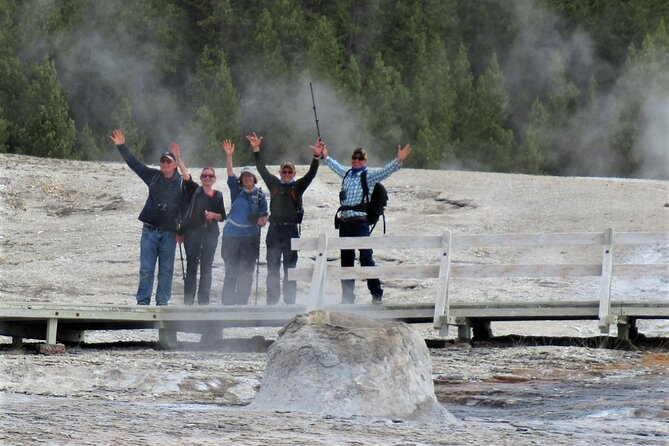 5-Mile Geyser Hiking Tour in Yellowstone with Lunch