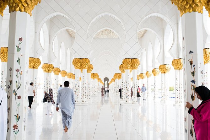 Abu Dhabi Mosque and Louvre Museum with Lunch from Dubai