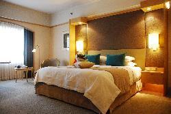 酒店房间送的鲜花,超级舒服的大床