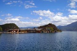 瀘沽湖(ルグフ湖)