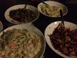 辣子鸡,回锅肉,大白菜,蔬菜炒饭,辣的够味。环境不错