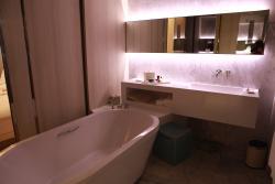 非常舒适的酒店,有海景,石头形状的座位很有意思