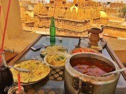 超级棒的住宿地,我们一早到就让我们入住了,房间的窗台非常棒!老板还借给我们厨房用,吃了到印度以来最棒的一餐!这家是我们来印度近二十天住过最好的!