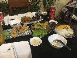每一道菜都很好吃,比起周围其他餐厅更偏向国内的口味。就是来吃饭的人有点多,好多中国人。总之是次很棒的体验