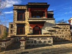 与布达拉宫遥相呼应,建筑艺术之美
