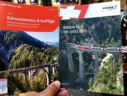 乘坐冰河快车Glacier-Express,从St.Moritz到Brig。